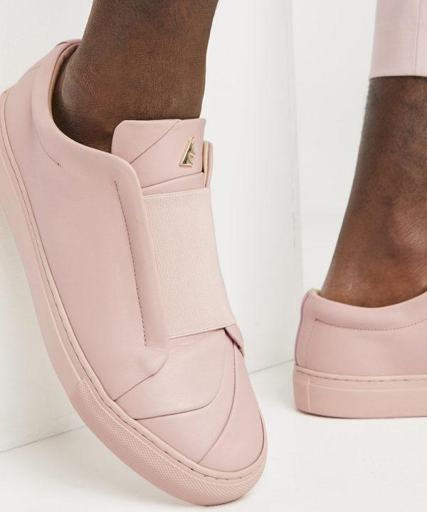 ces sneakers sont confortables et faciles à enfiler à n'importe quel moment de la journée. Une paire idéale qui vous suivra assurément pour vos vacances !