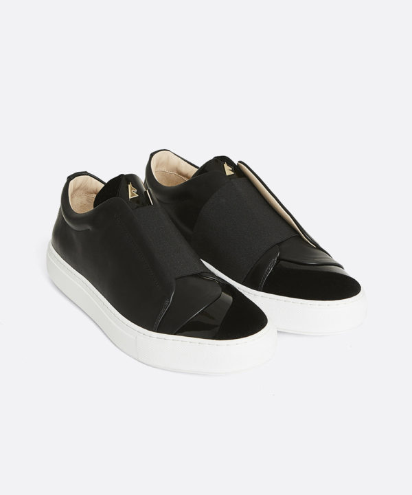 Hiver Velvet Low-Top Black Sneaker