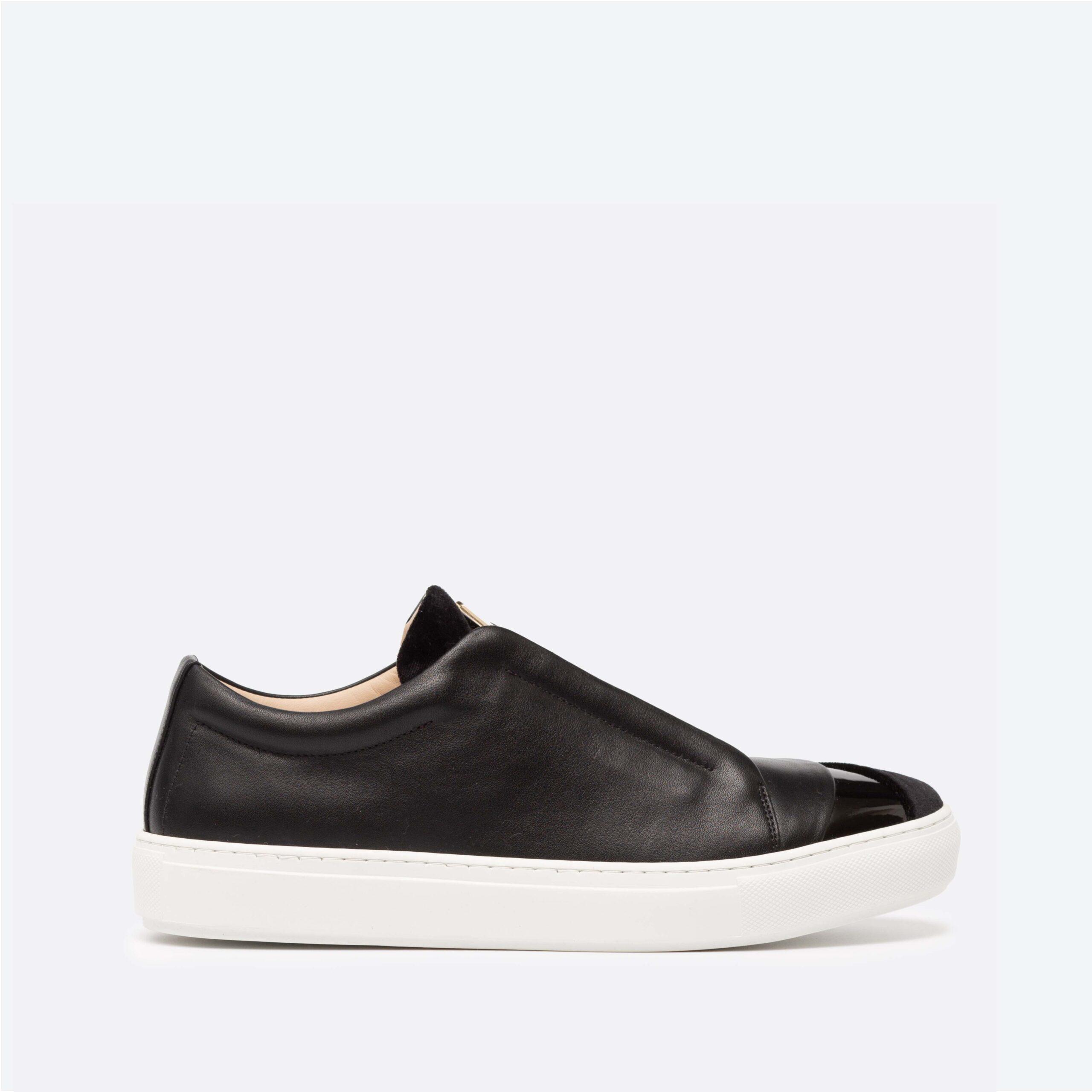 Hiver Velvet Low-Top Black Sneaker